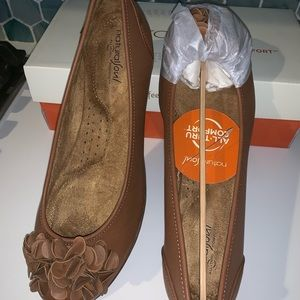 New with tags! Brown ballet flats.